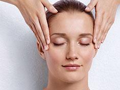 植物芳香疗法、极致夜间奇迹再生精华的脸部保养